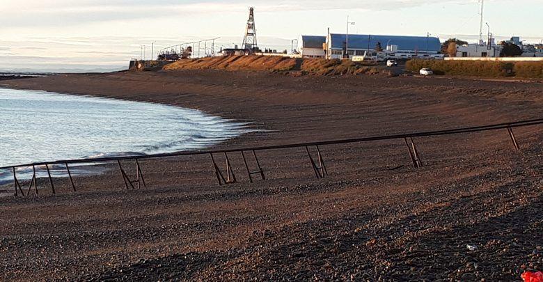 Amanecer en la costa de Caleta Olivia observando salida del sol